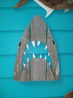 Shark… So cute for a kids room w/a beach or surf theme boys bathroom is creative inspiration for us. Get more photo about diy home decor related with by looking at photos gallery at the bottom of this page. We are want to say thanks if you like to share … Beach Cottage Style, Beach House Decor, Beach Room Decor, Surf Decor, Shark Room, Deco Marine, Pallet Art, Pallet Wood, Beach Signs