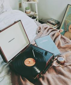 Urban Outfitters - Via urbanoutfittersmens. Music Aesthetic, Aesthetic Bedroom, Retro Aesthetic, Aesthetic Japan, Orange Aesthetic, Urban Outfitters, Record Players, My New Room, Listening To Music