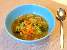 Een snelle en goedgevulde pikante groentesoep