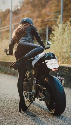 (notitle) - Bikes'n Girls - # Badass Aesthetic, Bad Girl Aesthetic, Motard Sexy, Mädchen In Bikinis, Bike Photoshoot, Motorbike Girl, Motorcycle Outfit, Motorcycle Helmets, Looks Black