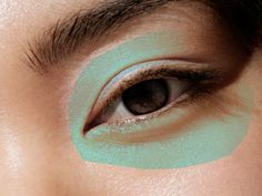 13 Mistakes You're Making When Using an Eyelash Curler | SELF Curl Lashes, Fake Lashes, Eyelashes, Mascara Tips, How To Apply Mascara, Applying Mascara, Keratin Lash Lift, Eyelash Curlers, Perfect Eyeliner