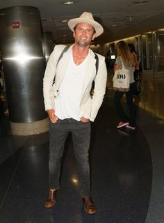 Walton Goggins arrived at LAX.  Love this mans acting ability!