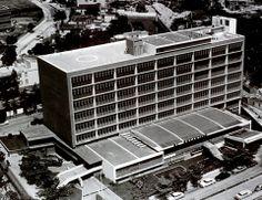 • Se concluye la construcción del Edificio Sede de la C.A. La Electricidad de Caracas diseño de Tomás Sanabria y Diego Carbonell.