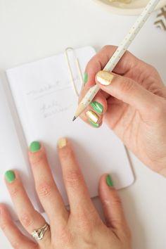 DIY+Gold+Leaf+Manicure