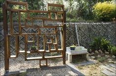 武骨な幾何学的ガーデン棚