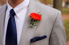 #HLo-Tips: Botonier rojo se puede usar para un evento de día con traje, esmoquin o jaquet claro.