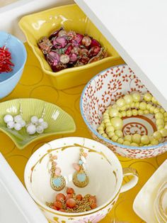 I think this tea cup jewelry organizer would be a cool thing to make up for visiting guests. I have lots of cool tea cups from my mom to use. Jewelry Drawer, Jewelry Armoire, Jewellery Storage, Jewellery Display, Jewelry Organization, Jewelry Holder, Jewelry Box, Organization Ideas, Accessories Display