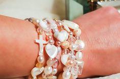 Let me know <3 Halskæde og armbånd i ét, fyldt med ægte perler, perlemor og ædelstene. Styrker og stimulere din intuition og dine oprigtige følelser