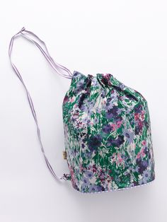Love the floral pattern on this bag #fashion