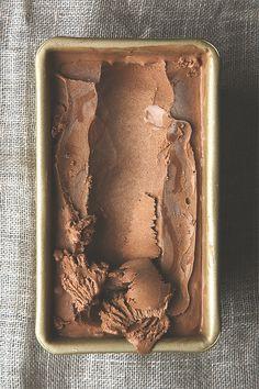 salted dark chocolate olive oil ice cream (vegan) gelato al cioccolato vegan Köstliche Desserts, Frozen Desserts, Frozen Treats, Delicious Desserts, Yummy Food, Health Desserts, Summer Desserts, Dairy Free Ice Cream, Vegan Ice Cream