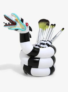 Makeup Brush Holders, Makeup Brush Set, Clay Projects, Clay Crafts, Beetlejuice Sandworm, We All Mad Here, Goth Home Decor, Eyeshadow Brushes, Biscuit