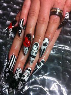 #nails I love the stripes