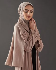 Make a subtle statement in our Ethera Kimono With Beaded Sleeves, designed in a delicate pink shade. www.inayah.co