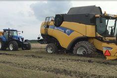 New Holland vast in de modder / stuck in mud - Trekkerweb. New Holland, Lanz Bulldog, Things Happen, Heavy Equipment, Farming, Mud, Monster Trucks, Tractors