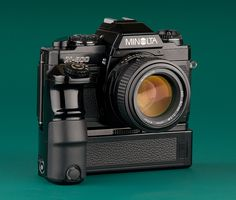 Minolta (black version) (Rest of the world version of the with Motor Drive 1 and MD lens. Antique Cameras, Old Cameras, Vintage Cameras, Camera Gear, Film Camera, Photo Lens, Classic Camera, Film Images, Camera Obscura