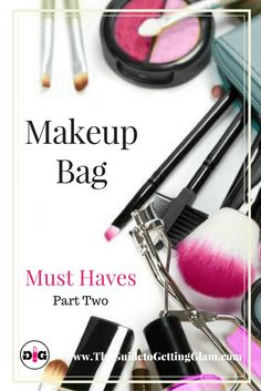 Makeup tip: What products should you carry in your makeup bag? Click find out what key cosmetics are recommended by a makeup artist for makeup on the go.
