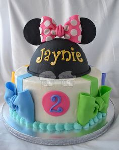 Minnie Mouse Birthday Cake - I love all the bows around the bottom ...