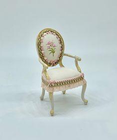 No te pierdas este artículo de mi tienda de #etsy: Chair painted by hand in soft pink tones. scale 1.12