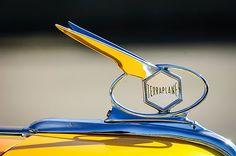 1934 Hudson Terraplane Hood Ornament 1 - Photo by Jill Reger Car Badges, Car Logos, Hudson Terraplane, Vintage Cars, Antique Cars, Hudson Car, Car Symbols, Car Bonnet, Car Hood Ornaments