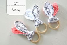 Beginning to Sew Modest Clothing Patterns – Recommendations from the Experts Newborn Baby Gifts, New Baby Gifts, Kids Gifts, Sewing For Kids, Baby Sewing, Diy For Kids, Shibori, Baby Tarzan, Welcome New Baby