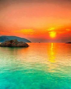Go to see the sunset in Fiji Beautiful Sunset, Beautiful World, Beautiful Places, Amazing Places, Vietnam Vacation, Vietnam Travel, Ocean Sunset, Ocean Waves, Chillout Zone