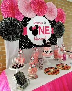 Minnie Mouse First Birthday Party – Little Wish Parties Theme Mickey, Minnie Mouse Theme Party, Minnie Mouse First Birthday, Minnie Mouse Baby Shower, Mickey Party, Mickey Mouse Birthday, 1st Birthday Girls, Mouse Parties, First Birthday Parties