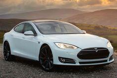 Tesla Model S P85D usa dois sistemas elétricos que geram uma potência combinada de 700 cv - Tesla/Divulgação