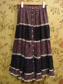 Gunne Sax tiered skirt....had one of these!  :)