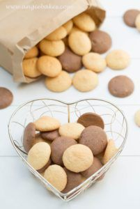 domace piskoty Doughnut, Biscuits, Almond, Cereal, Food And Drink, Candy, Vegetables, Breakfast, Recipes