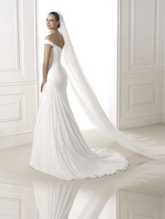 Brautkleid aus der Pronovias Brautmoden Kollektion 2015 :: bridal dress from the Pronovias collection 2015