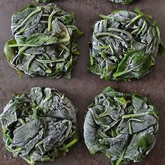 Spinach is one power-packed veggie that I love adding to regular and green smoothies. There's just 1 problem: spinach has lots of oxalates. Here's how to lower oxalates and use spinach in smoothies without the pain of steaming it every time.