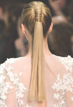 One of the most classic hairstyles is the ponytail.Ponytail hairstyles are comfortable, cute and easy to do. Simple High Ponytail Hairstyle will keep your hair out of your face and amp up your ever… High Ponytail Hairstyles, High Ponytails, Pretty Hairstyles, Straight Hairstyles, Wedding Hairstyles, Hairstyle Ideas, Summer Hairstyles, Latest Hairstyles, Female Hairstyles