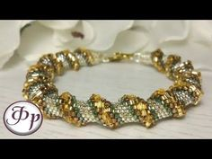 Bracelet made of beads. Beaded Jewelry Designs, Jewelry Design Earrings, Beads And Wire, Metal Beads, Bracelet Making, Jewelry Making, Beaded Bracelets Tutorial, Bracelet Crafts, Beading Tutorials