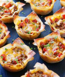These fun Crunchy Taco Cups are made in a muffin tin with wonton wrappers! Come see why these wonton tacos are our absolute favorite taco recipe! Argula Recipes, Coliflower Recipes, Wonton Recipes, Mexican Food Recipes, Appetizer Recipes, Wonton Wrapper Appetizers, Recipes With Wonton Wrappers, Wonton Appetizers, Mexican Dishes