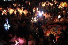 Se fue la luz para iluminar la conciencia.   Decenas de voluntarios estuvieron presentes. Un grupo de alumnos de la Utepsa se organizó para asistir, por su cuenta, al evento. Grupos de la Ucebol, Udabol, Nur, Upsa, Domingo Savio y la Uagrm llenaron el escenario, instalado en el frontis del Museo de Interpretación Turística. El evento se repitió en otras ciudades de Bolivia.