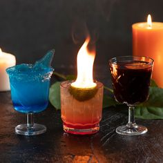 Create cocktails like Cersei for the series finale of Game of Thrones! These cocktails are perfect for a Game of Thrones party! Flaming Cocktails, Easy Cocktails, Cocktail Drinks, Classic Cocktails, Game Of Thrones Cocktails, Game Of Thrones Party, Tequila Drinks, Alcoholic Drinks, Summer Drinks