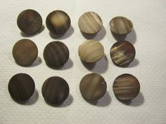 12 Stück Perlmutt-Knöpfe mit ÖseFarbe BraunDurchmesser ca.22