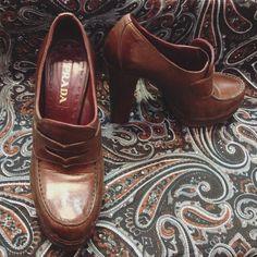 Prada or Nada!  Diese Schätzchen in der Größe 375 gibt es für schlappe 99 uro bei unserem Store in der Hahnenstraße #prada #derteufelträgtprada #heeloftheday #shoelove #shoeaddict #classics #humanasecondhandgermany #humanasecondhand #blogger #fashion #pradaornada #fall #brown #leather