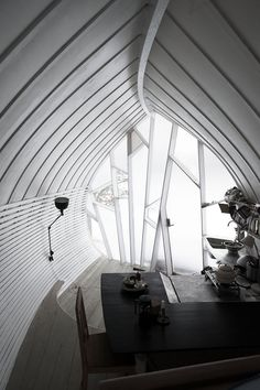 Swedish architect Torsten Ottesjö has recently create a free-standing and nearly free-form tiny house that can be moved anywhere to create the illusion that the house has sprouted out of the ground. The Hus-1 is a 270 square foot dwelling that can accommodate two people and contains a kitchen, sleeping quarters, dining table and windows that look like the surface of a leaf.