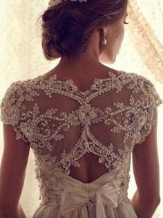 www.weddbook.com everything about wedding ♥ Lace Back Anna Campbell Wedding Dress #weddbook #wedding #fashion #bride