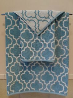 Nicole Miller Home Bath Towels~Sky Blue U0026 White~Quatrefoil~3 Piece Set