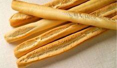 Grisines, palitos de pan # Los grisines o grissini son los equivalentes italianos a los colines o picos de pan españoles. En aperitivos o comidas son ideales para mojar en salsas, ayudarnos a empujar la comida o acompañar a quesos, ... » Spanish Desserts, Decadent Cakes, Pan Bread, Cannoli, Crepes, Hot Dog Buns, Food And Drink, Healthy Recipes, Snacks
