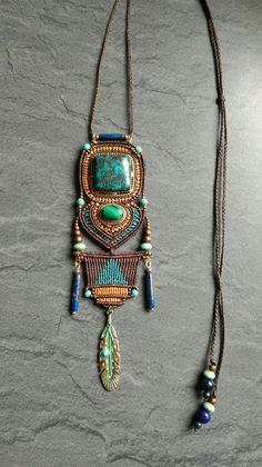 Collier sautoir en macramé et pierres fines, azurite, malachite, lapiz lazuli. #saelcreation page fb Micro macramé sael