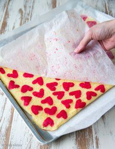 Rakkausrulla | Reseptit | Kinuskikissa Pepperoni, Pizza, Bread, Baking, Food, Bread Making, Meal, Patisserie, Backen