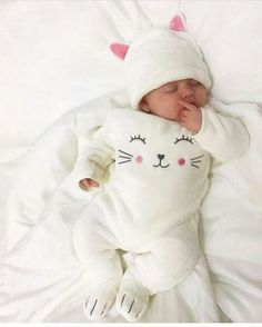 24 Ideas for beautiful children boy girls Cute Little Baby, Baby Kind, Cute Baby Girl, Baby Girl Newborn, Little Babies, Cute Babies, Babies Stuff, Cute Baby Pictures, Baby Photos