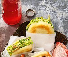 Reina pepiada (Chicken Avocado Chicken Salad, Avocado Salad, Shredded Beef, Chicken Parmesan Recipes, Red Sauce, Hot Dog Buns, Main Dishes, Stuffed Peppers, Salsa Roja