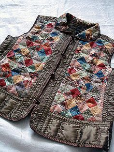 Одноклассники Quilted Clothes, Sewing Clothes, Patchwork Patterns, Patchwork Dress, Altered Couture, Vest Pattern, Quilted Jacket, Refashion, Pattern Fashion