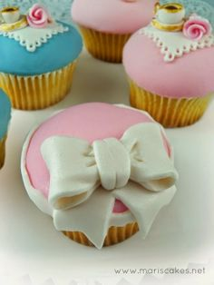 Cupcakes with bow | Mari's Cakes