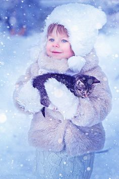 Dogs get a lot of love as awesome family pets, but don't write cats off. When they are not planning world domination, cats can be wonderful purring companions for children. Snow Scenes, Winter Scenes, Beautiful Children, Beautiful Babies, Cute Kids, Cute Babies, Photo Chat, Winter Magic, Winter Beauty