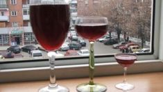 Vinul casei, rosu, din struguri Red Wine, Alcoholic Drinks, Glass, Drinkware, Corning Glass, Liquor Drinks, Alcoholic Beverages, Liquor, Yuri